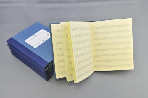 Handgebundene Notenbücher